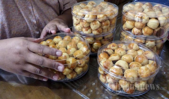 Bisnis Kue Lebaran Laris Manis Jalang Hari Raya Iedul Fitri