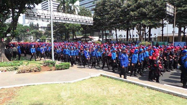 Demo Buruh Menuntut Kenaikan Upah Foto 1 1621707 Tribunnews Com