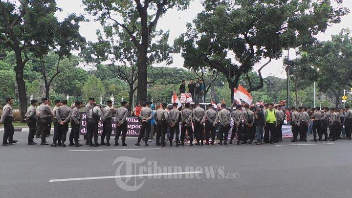Demo M A Suropati Di Istana Wapres Foto 1 1633965 Tribunnews Com