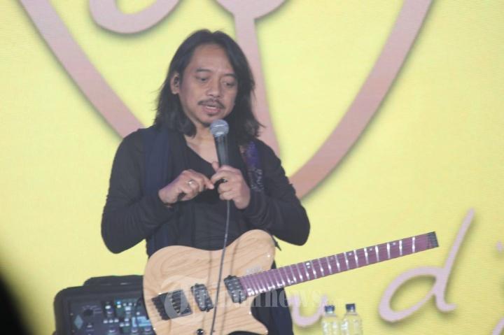 Dewa Budjana Konser di Hotel Santika Purwokerto