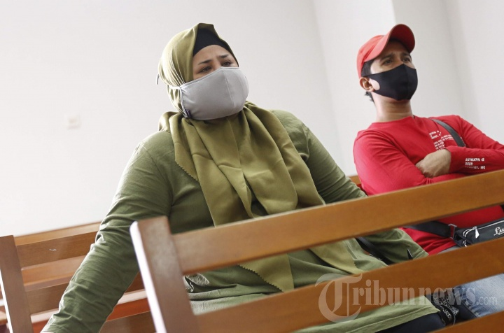 Dhawiya Zaida Hadiri Sidang Vonis Suaminya