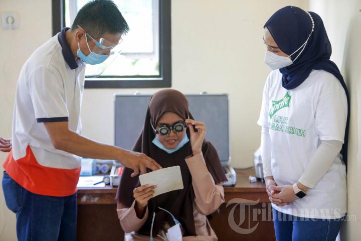 Donasi 500 Kacamata untuk Masyarakat Pra Sejahtera