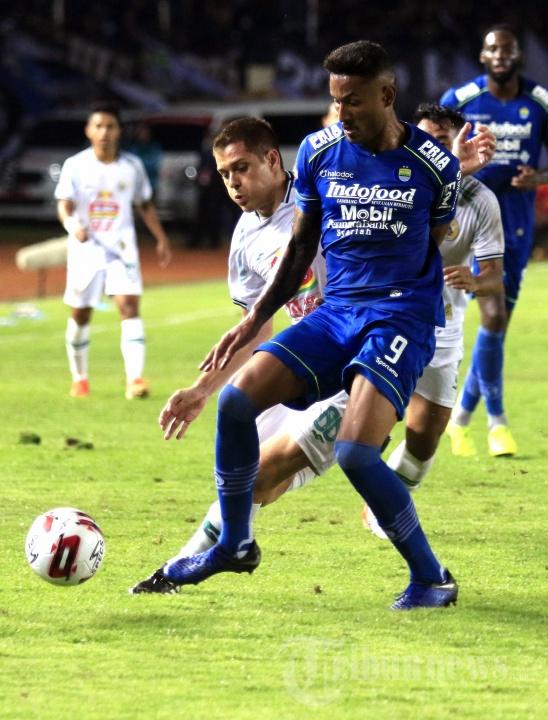 Duel Wander Luiz dengan Guilherme Batata