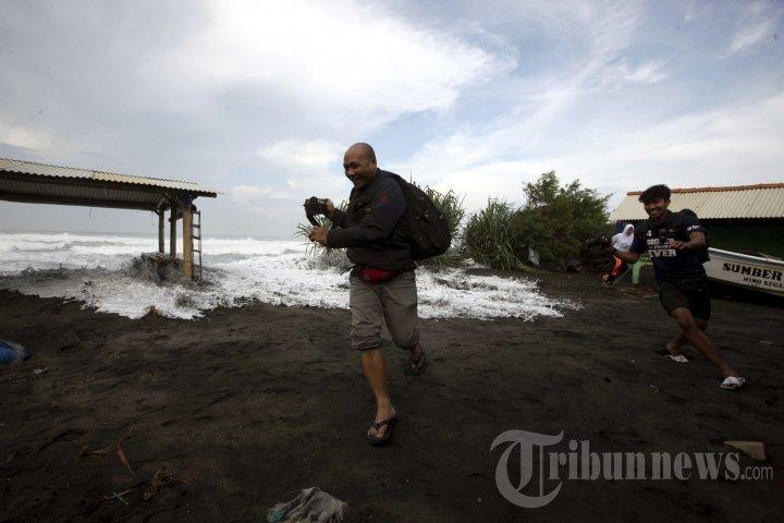 Gelombang Tinggi Perairan Laut Selatan Jogja