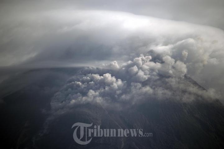 Guguran Lava dan Awan Panas Gunung Merapi Jogjakarta