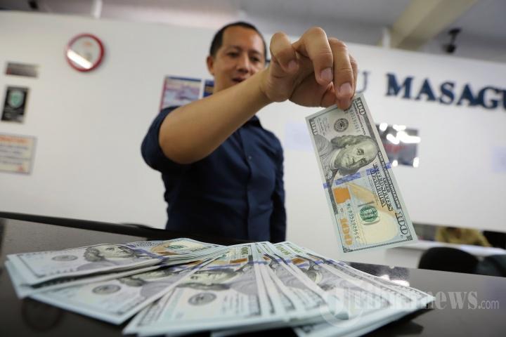 Harga Dolar Semakin Tinggi, Nilai Tukar Rupiah Terus Tertekan