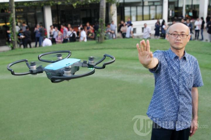Inilah Drone Canggih Mini yang Mampu Digerakan dengan Tangan