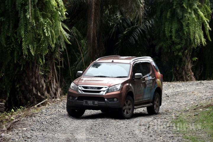 Isuzu MU X di Tangkahan Sumatera Utara