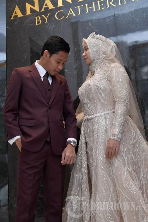 Jelang Resepsi Pernikahan, Evan Dimas dan Istri Fitting Baju
