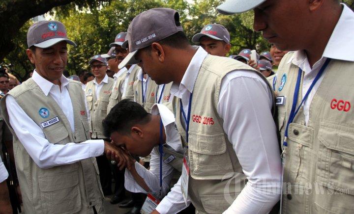 Jokowi Lepas Guru Garis Depan