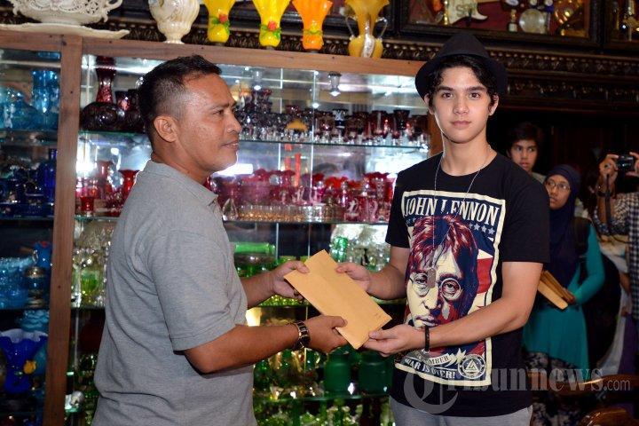 Keluarga Dhani Berikan Santunan pada Korban Kecelakaan AQJ