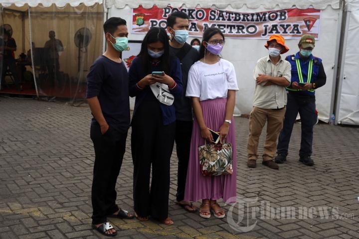 Kerabat Korban Sriwijaya Air SJ 182 Datangi Dermaga JICT
