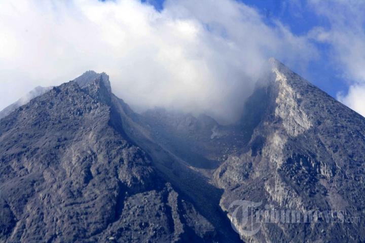 Kondisi Terkini Puncak Gunung Merapi Dilihat dari Kawasan Kalitengah Lor Sleman