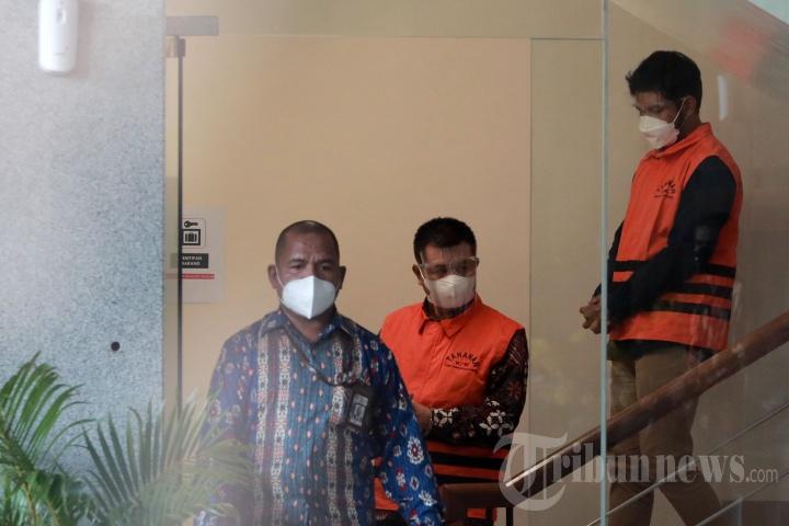 KPK Tahan Bupati Bandung Barat Aa Umbara Sutisna dan Anaknya