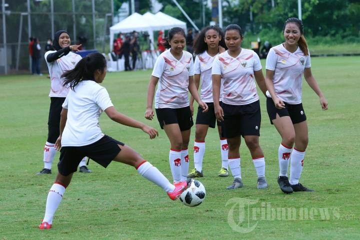 Latihan Perdana Timnas Wanita Indonesia