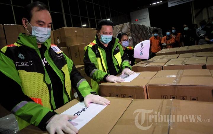Lima Juta Masker untuk Driver Gojek dan Tenaga Medis Indonesia