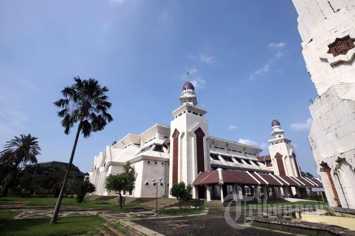 Masjid Agung At-Tin di Kompleks TMII