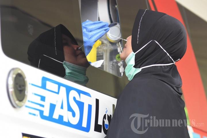Mobil PCR Bantuan BNPB Tes Swab Massal Warga Surabaya