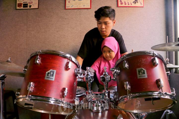 Mom and Kids Mengajarkan Anak Bermain Musik