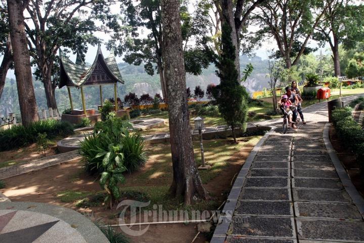Objek Wisata Ngarai Sianok Bukittinggi Foto 6 1705041 Tribunnews Com Mobile