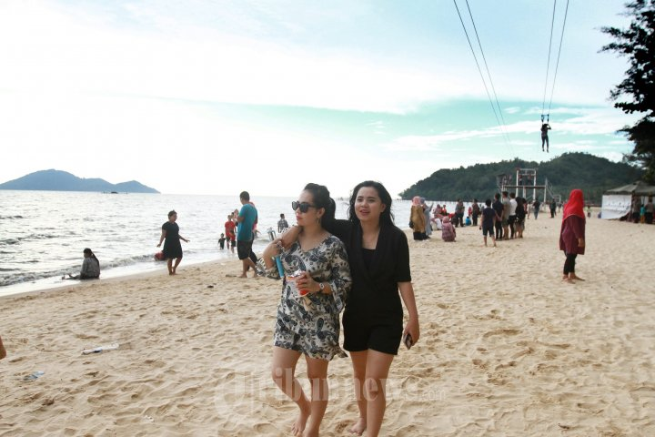Obyek Wisata Pantai Mimi Land Singkawang Ramai Pengunjungi