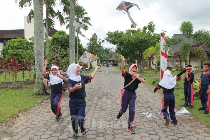 Pameran Permainan Tradisional Nusantara Pontianak Foto 11 1626831 Tribunnews Com Mobile