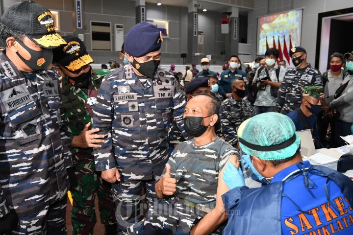 Panglima Koarmada II Tinjau Vasin Massal Covid-19 TNI AL