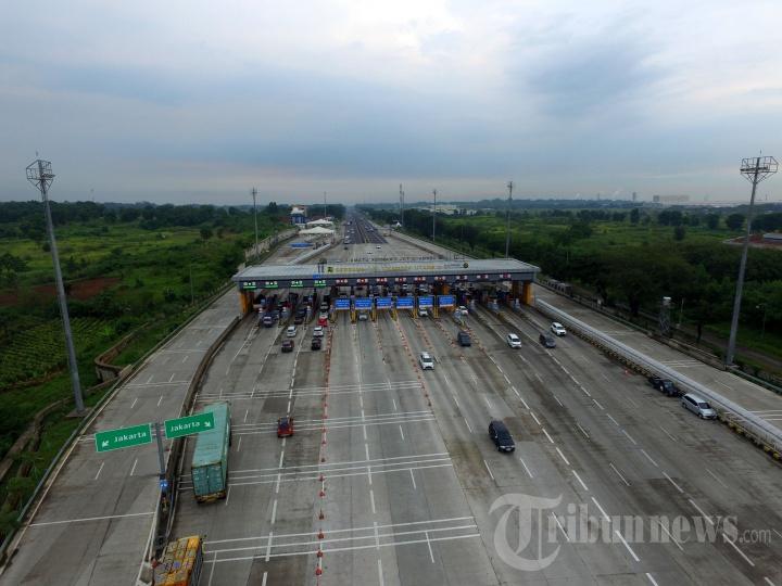 Pantauan Udara Lalu Lintas GT Cikampek Utama pada Libur Natal