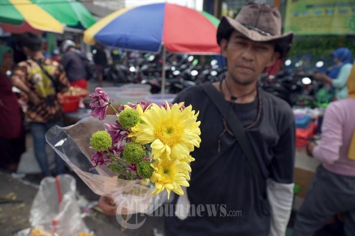 Pedagang Bunga Hias Jelang Lebaran