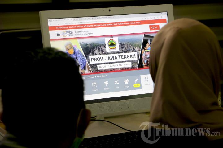 Pelayanan Hari Pertama PPDB untuk SMA dan SMK di Jawa Tengah