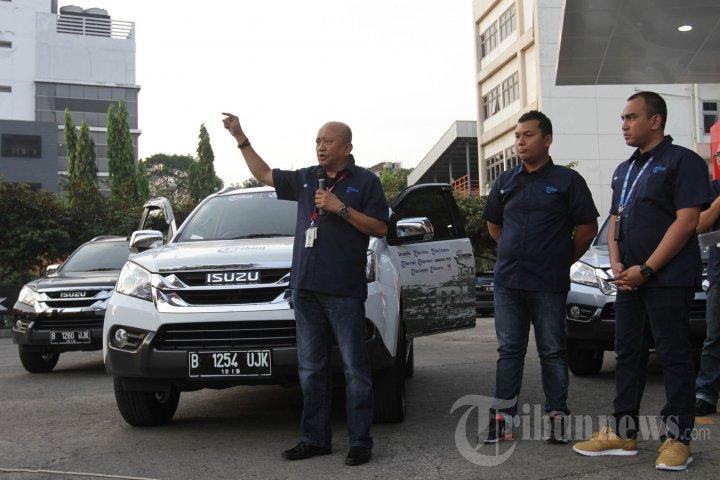 Pelepasan Tim Tribun Tour De Sumatera