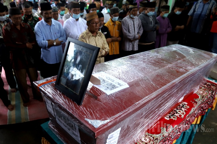 Pemakaman Indah Halimah Putri Korban Sriwijaya Air SJ 182