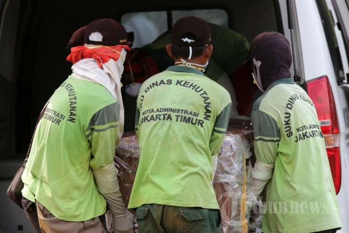 Pemakaman Korban Meninggal karena Covid-19 di TPU Pondok Ranggon