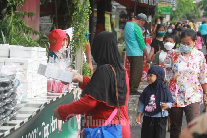 Pembagian Takjil Ramadan Gratis