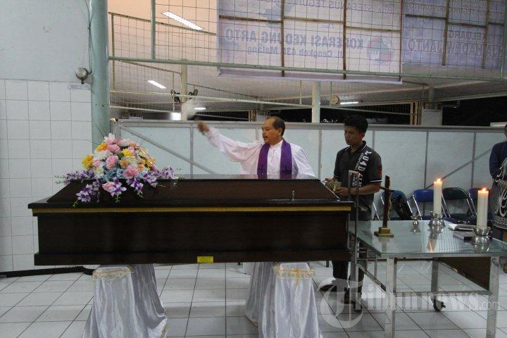 Pemberkatan Jenazah Kevin Korban AirAsia