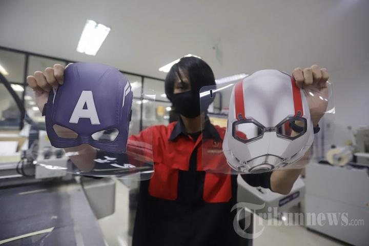 Pembuatan Face Shield Karakter Super Hero