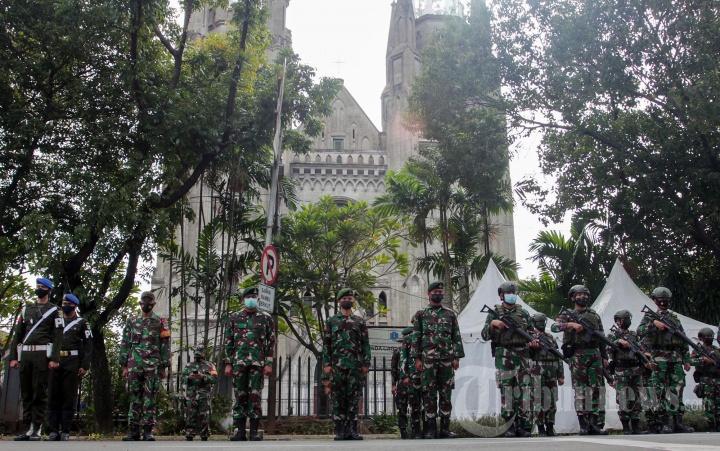 Pengamanan Gereja Katedral