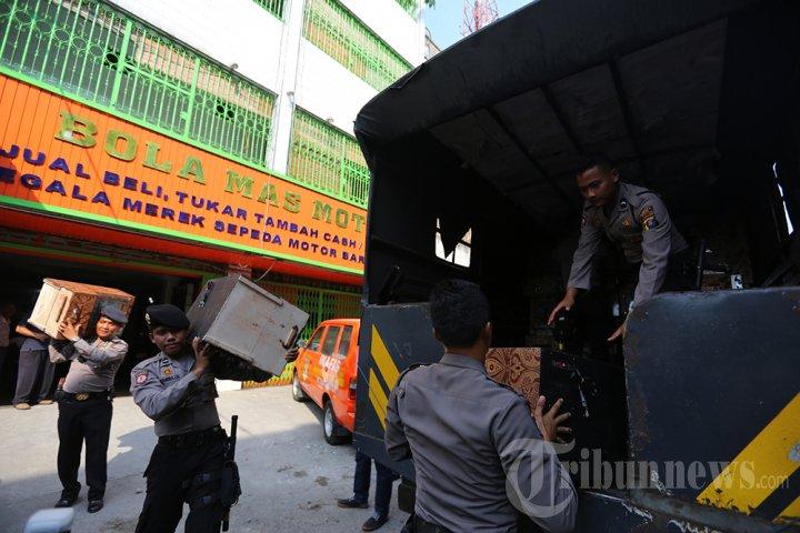 Penggerebekan Pembuatan Mesin Judi di Medan