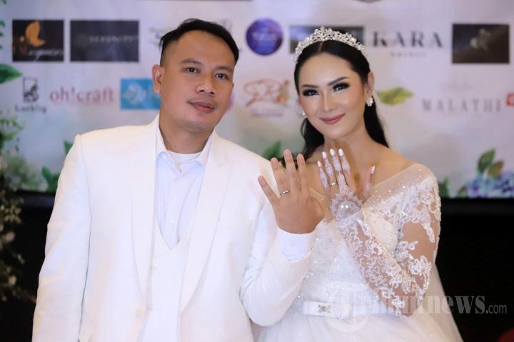 Pernikahan Vicky Prasetyo dengan Kalina Ocktaranny