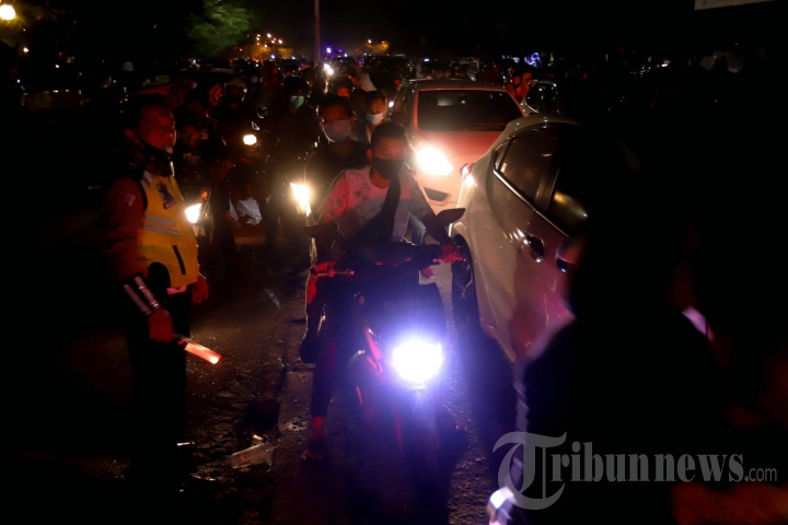 Polisi Bubarkan Keramaian Perayaan Tahun Baru di Palembang