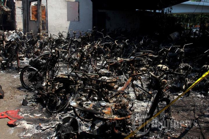 Pospol Tomang Hangus Dibakar Pendemo