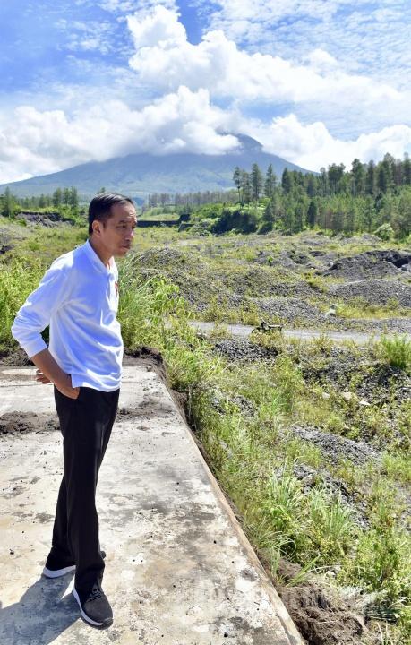 Presiden Jokowi meninjau Sabo Dam Kali Putih Magelang