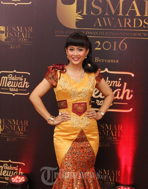Ratna Listy Hadiri Malam Anugerah Usmar Ismail Awards 2016