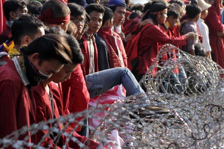 Ratusan Mahasiswa Demo Peringati Harkitnas Foto 16 1597476