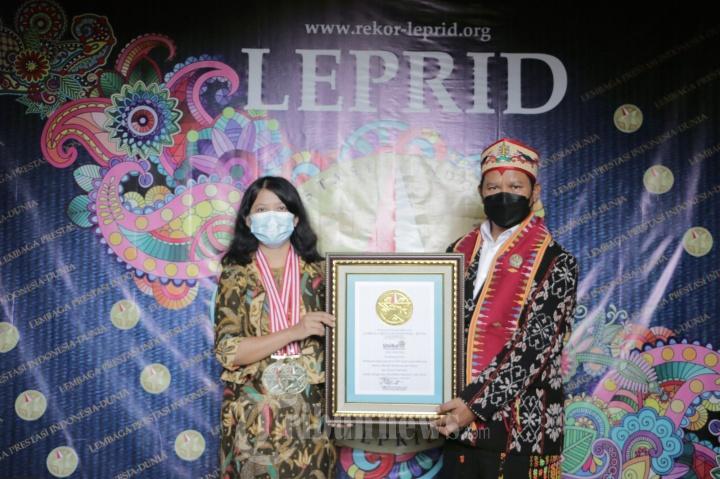 Rektor Unika Mendapat Penghargaan Dari Leprid
