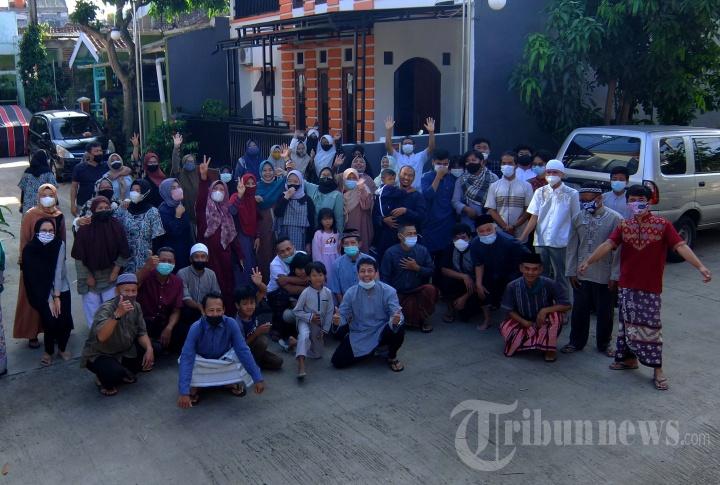 Salat Idul Fitri di Halaman Bank BRI Jalan Raya Padalarang-Purwakarta