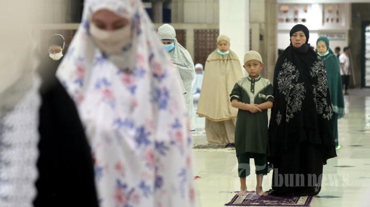 Salat Tarawih Pertama di Masjid Raya Makassar