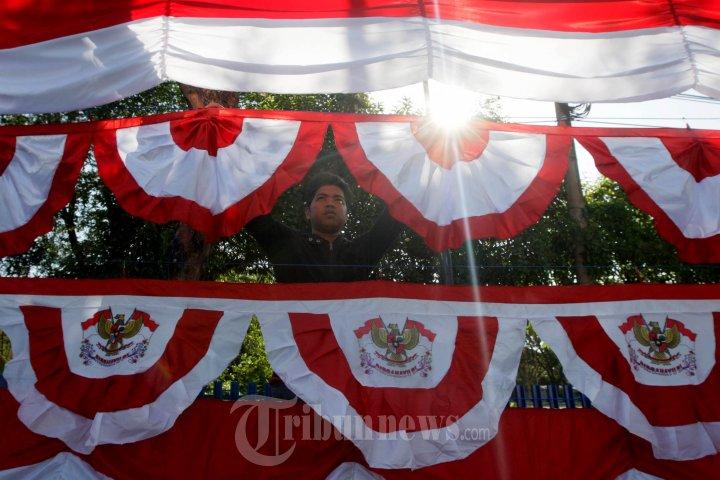 Sambut HUT RI Pedagang Bendera Mulai Bermunculan