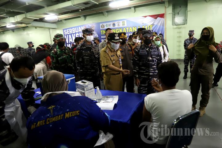 Serbuan Vaksinasi Covid-19 TNI AL untuk Warga Kepulauan Seribu