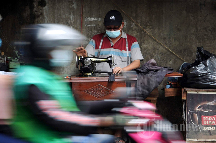 Perjuangan Penjahit Pinggir Jalan, Setia Puluhan Tahun Geluti Profesi